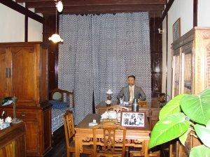 大韓民国臨時政府の旧跡内にある金九像と執務室
