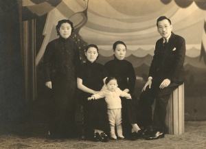 Min Kabwan and her brother's family, Shanghai(2)